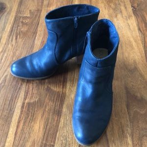 Sole Society Navy Leather Zippered Ankle Boots
